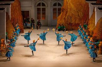 Сцена из спектакля «Тщетная предосторожность». Фото - Елена Лехова / Екатеринбургский театр оперы и балета