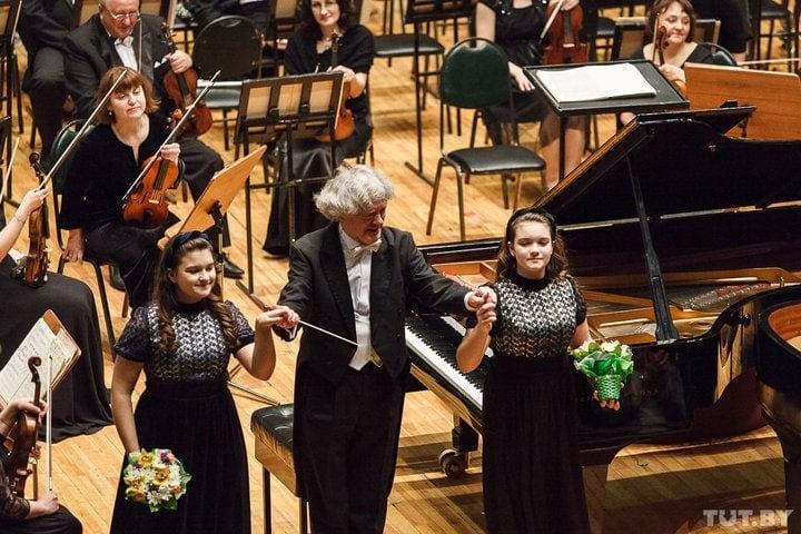 Внучки Лукашенко выступили в Белгосфилармонии c Государственным симфоническим оркестром