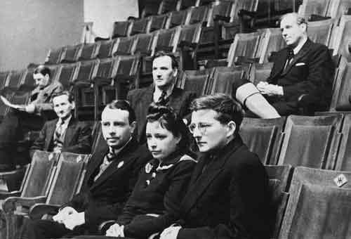 На репетиции Седьмой симфонии Д. Шостаковича, Куйбышев, 1942 год. В первом ряду Д. Д. Шостакович, В. Г. Дулова, Л. Н. Оборин. В третьем ряду О. Рейзен, в четвертом И. С. Козловский