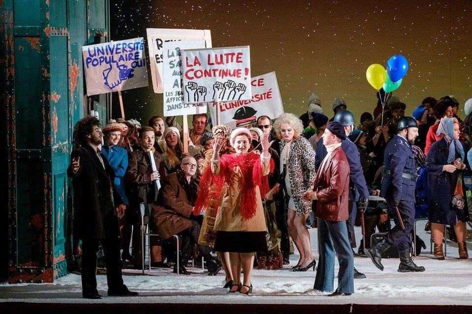 Парижская богема мерзнет, но требует свобод. Фото- Антон Завьялов
