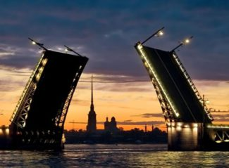 Дворцовый мост будут разводить под классическую музыку. Фото - Visit Petersburg.