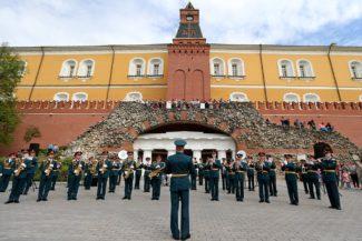 """Проект """"Военные оркестры в парках"""". Фото - Виктор Васенин/РГ"""