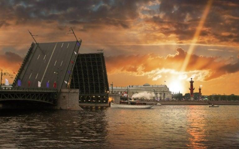 В Петербурге ко Дню города запоют мосты