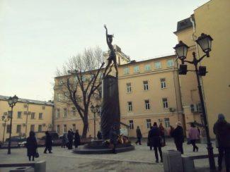 Памятник Майе Плисецкой в Москве