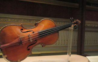 Скрипка Страдивари в Королевском дворце в Мадриде. Фото - Wikimedia Commons