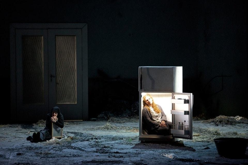 Лучом света в темном царстве оснащен лишь холодильник. Фото - Bernd Uhlig