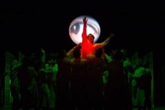 Происходящее на сцене – плод больной фантазии героя. Фото - Sakher Almonem