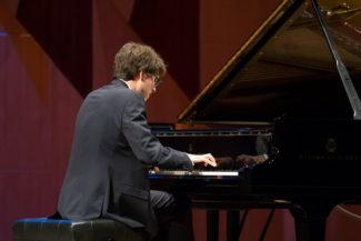 Люка Дебарг сыграл на Платоновском фестивале сольную программу