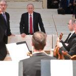 Путин посетил новый концертный зал в поселке Репино