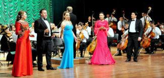 Концерт завершился выступлением всех солистов, исполнивших квинтетом «Застольную» из оперы «Травиата» Джузеппе Верди