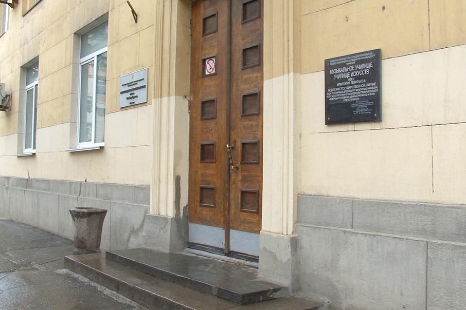 Здание консерватории в центре Волгограда давно притягивает глаз реформаторов. Фото - Петр Лукашин