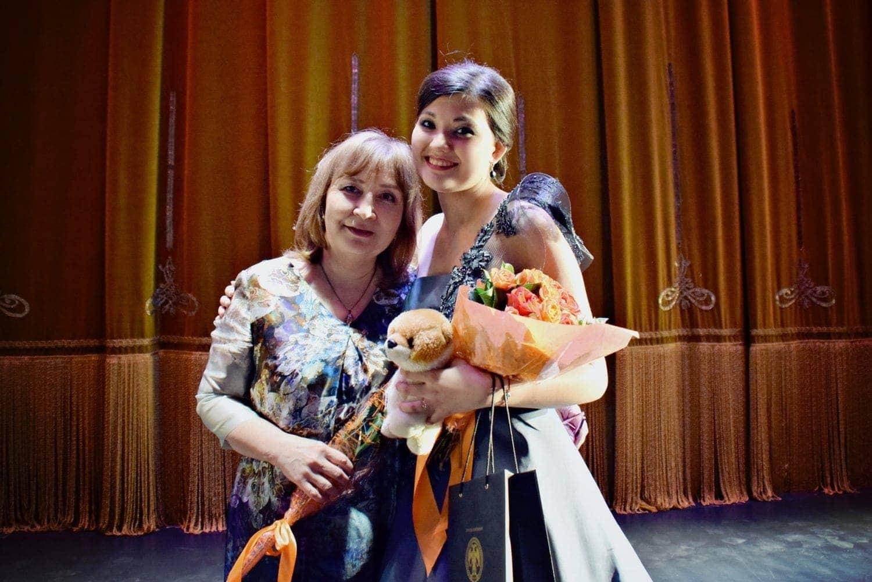 Айгуль Ахметшина и ее педагог Наиля Юсупова. Фото - Ирина Шымчак