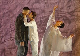 Сцена из спектакля «Остается только звук» в Финской опере. Фото - The Finnish National Opera and Ballet