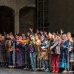 Толпа беженцев стала главным коллективным героем спектакля. Фото - Ruth Walz