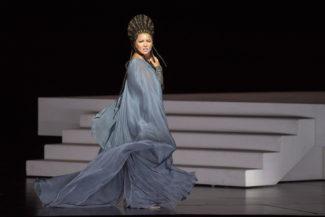 Анна Нетребко в заглавной партии стала несравненной героиней зальцбургской «Аиды». Фото - Salzburger Festspiele / Monika Rittershaus