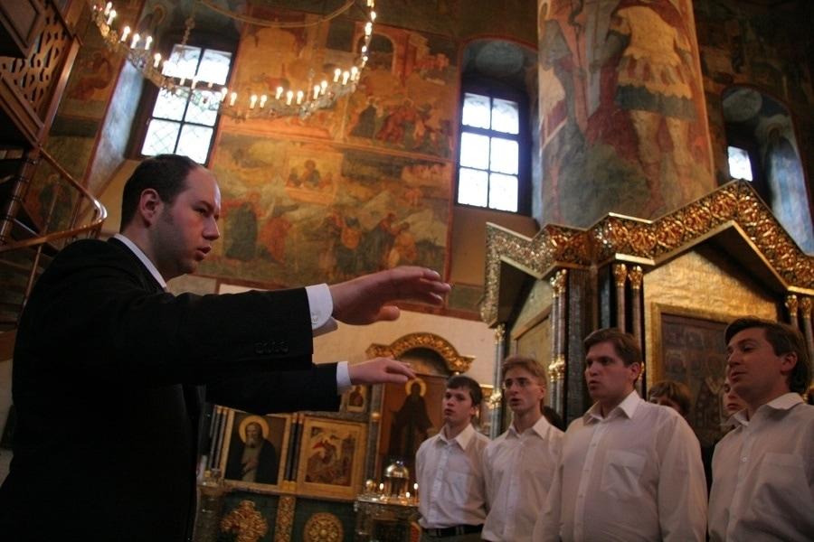 С 2005 года художественным руководителем хора Сретенского монастыря является Никон Жила. Фото - Юлия Майорова