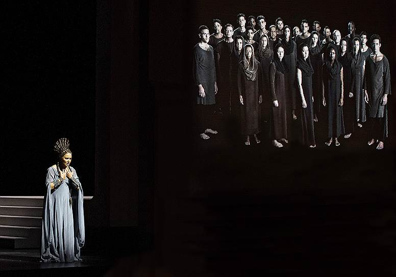 Анна Нетребко в роли Аиды. Фото - Monika Rittershaus/ Salzburger Festspiele