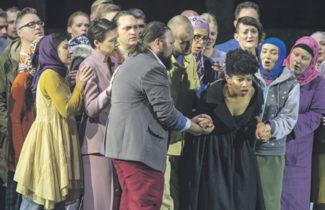 Этнический момент сознательно был учтен в кастинге; сюжет оперы идеально ложится на историю террористических актов в Европе. Фото с сайта www.salzburgerfestspiele.at