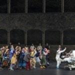 """""""Тит"""" стал почти сакральным событием, содержавшим важный мессидж - обращение к современному человечеству, приблизившемуся к опаснейшей черте мировой войны. Фото - Salzburger Festspiele / Ruth Walz"""