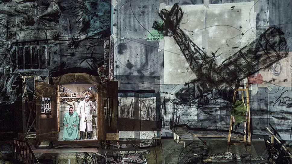 """""""Воццек"""" в постановке Уильяма Кентриджа. Фото - Salzburger Festspiele / Ruth Walz"""
