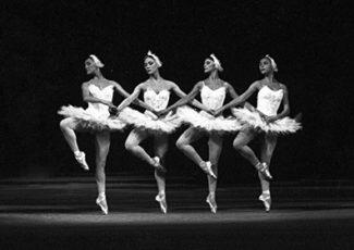 """Танец маленьких лебедей из 2-го акта балета """"Лебединое озеро"""". Большой театр, 1970 г."""