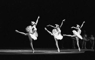 Сцена из балета П. И. Чайковского
