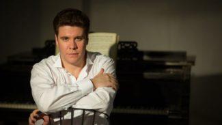 По словам Дениса Мацуева, с усталостью ему помогает бороться сцена, на которой музыкант мгновенно получает заряд энергии. Фото - EUGENE EVTUKHOV