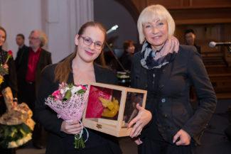 Обладательница Первой премии Зита Науратилл и арт-директор конкурса Вера Таривердиева. Фото - Юлия Алексеева