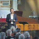 Пианист и идеолог фестиваля Лейф Уве Андснес приветствует гостей форума. Фото - Liv Ovland