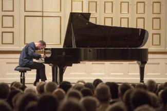 В этом году на фестивале успешно дебютировал пианист Игорь Левит, уроженец Нижнего Новгорода. Фото - Salzburger Festspiele / Marco Borrelli