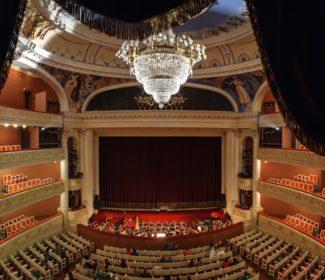 В рамках проекта «Будущее театра» Саратовский театр оперы и балета проводитчетыре серьезные масштабные акции