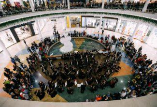 Сотни тюменцев пришли послушать классическую музыку в «Сити Молл»