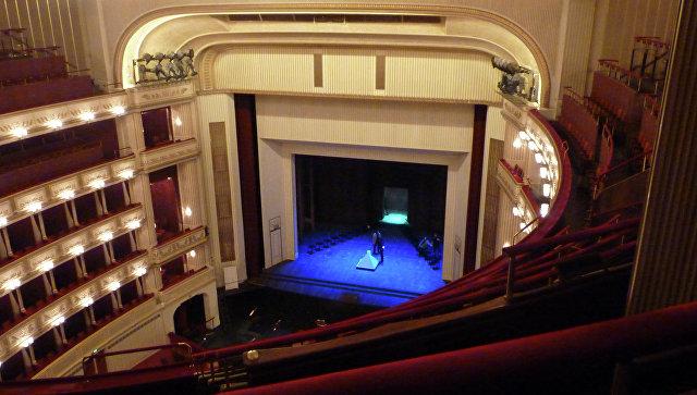 В Венской опере презентовали систему либретто на шести языках