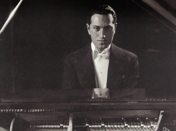 Джордж Гершвин за фортепиано