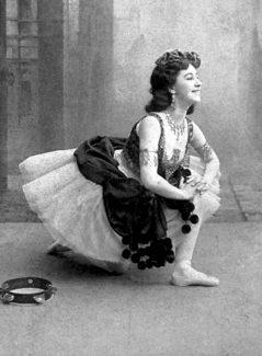 В заглавной роли в балете Цезаря Пуни «Эсмеральда». Мариинский театр, 1899 год