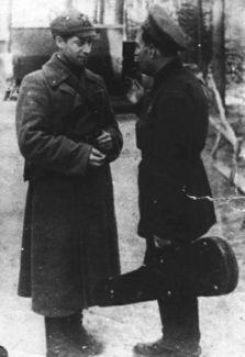 И. Любан и А. Бессмертный, фронтовая концертная бригада, 1942 год