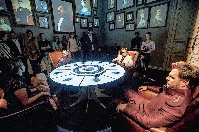 Оперу «Пиковая дама» играют в доме картежника. Фото - пресс-служба спектакля