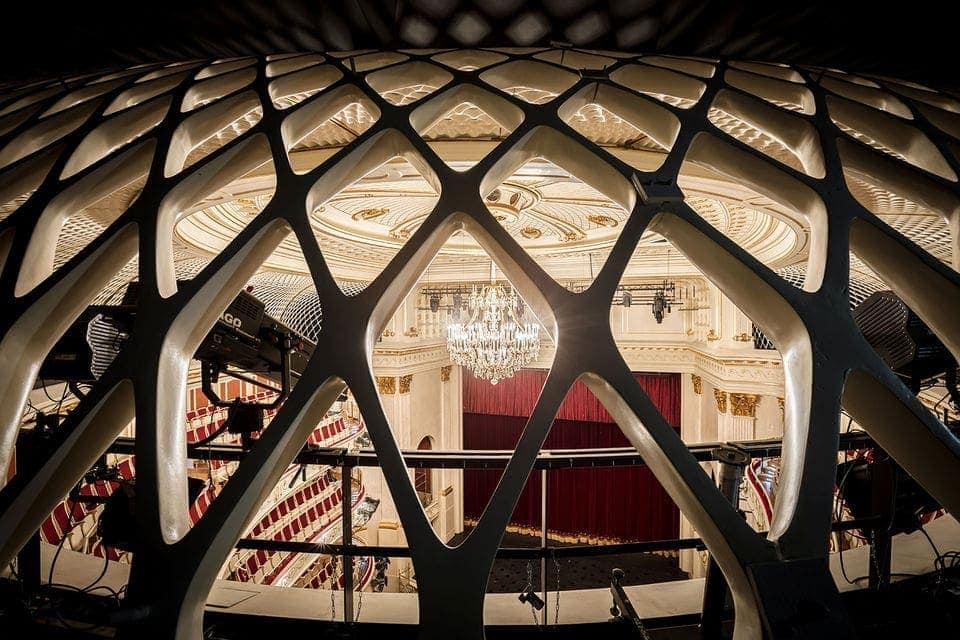 Люстра – не последняя ценность любого театра, в том числе берлинской Staatsoper. Фото - Gordon Welters