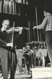 Исаак Стерн репетирует с дирижером Виктором Дубровским, май 1960 года