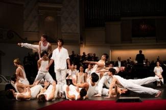 В России «Страсти» показали впервые, приурочив организованные Московской филармонией гастроли Гамбургского балета к празднованию 500-летия Реформации. Фото - Kiran West