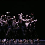Танцевальная компания Дрездена-Франкфурта. Фото - Raffaele Irace / dance-inversion.ru