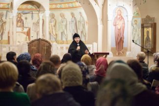 Встречи с монахиней Иулианией (Денисовой) прошли в Феодоровском соборе. Фото - Марина Куракина