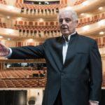 Даниэль Баренбойм за дирижерским пультом при открытии Государственной оперы