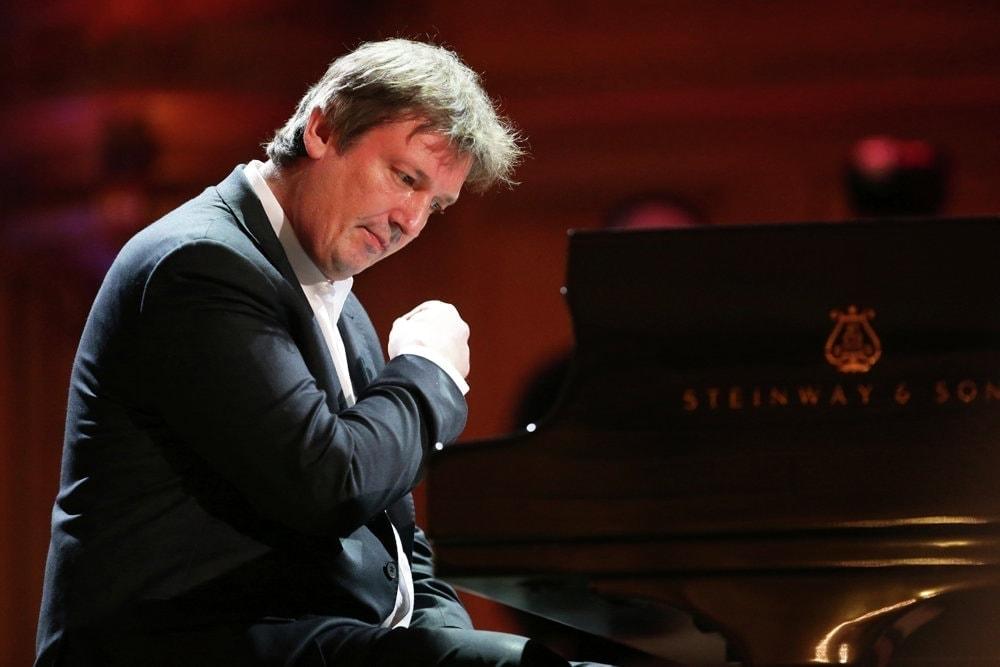 Борис Березовский ностальгирует по времени, когда музыку играли не ради денег и славы. Фото - РИА Новости