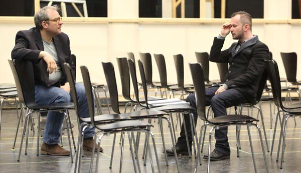Желько Лучичи и Дмитрий Черняков на репетиции. Фото - staatsoper.de