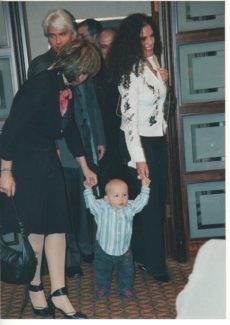 Дмитрий и его жена Флоранс впервые приехали с маленьким сыном Максимом и привели его с собой на встречу с журналистами. Фото - Евгений Бурмистров