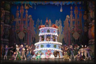 Мир этого «Щелкунчика» создан художником Михаилом Шемякиным. Фото - сайт Мариинского театра