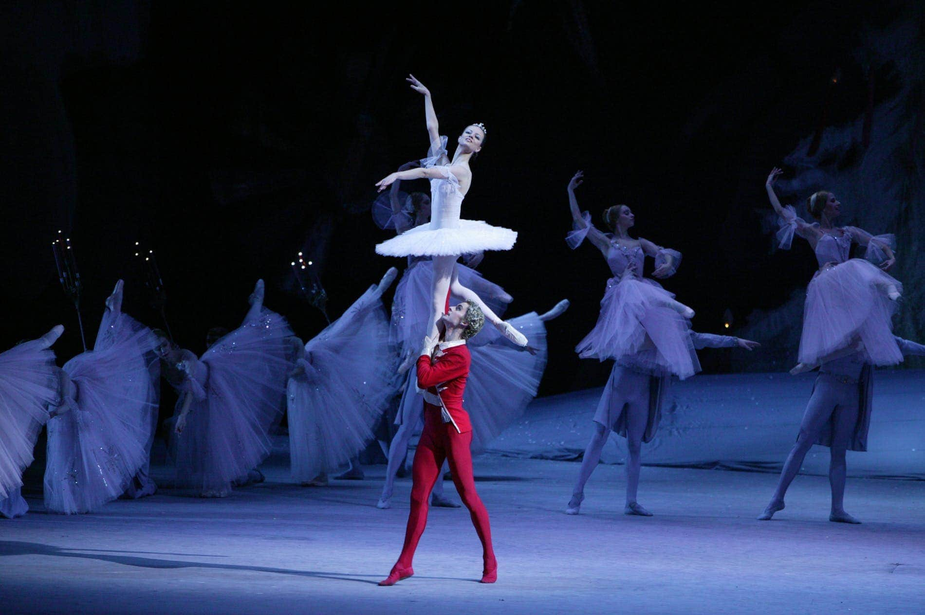 """Сцена из балета """"Щелкунчик"""" в постановке Юрия Григоровича. Нина Капцова, Александр Волчков. Фото - Дамир Юсупов"""