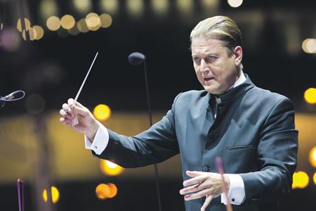 За семь лет маэстро вывел оркестр даже на сцену знаменитого венского Музикферайн. Фото - пресс-служба ГСО РТ