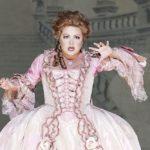 Анна Нетребко в роли Адрианны Лекуврер. Фото - Венская опера